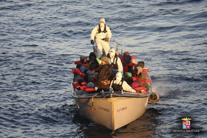 39 die as migrant boat sinks off turkish coast