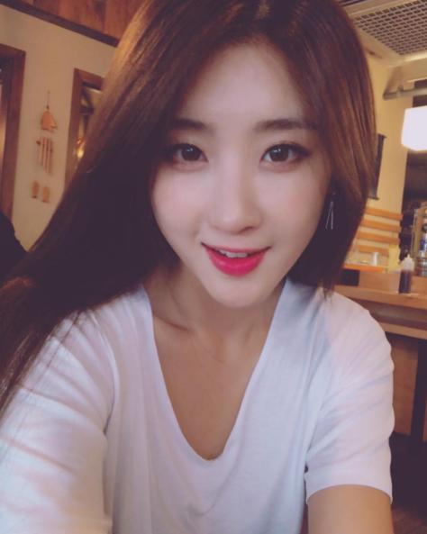 Moon Hyuna