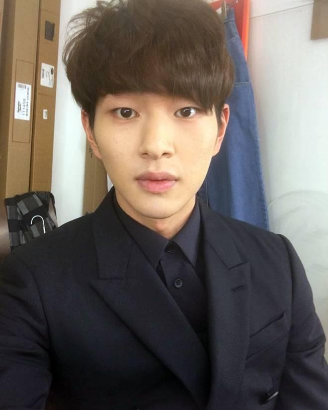 SHINee's Onew slapped with sex...