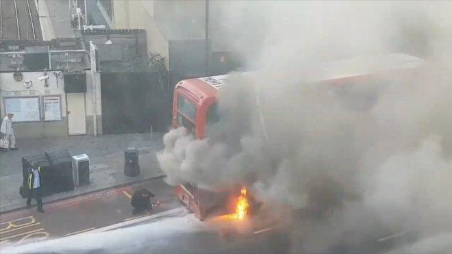 Heroic Londoner tackles bus fire with household fire extinguisher