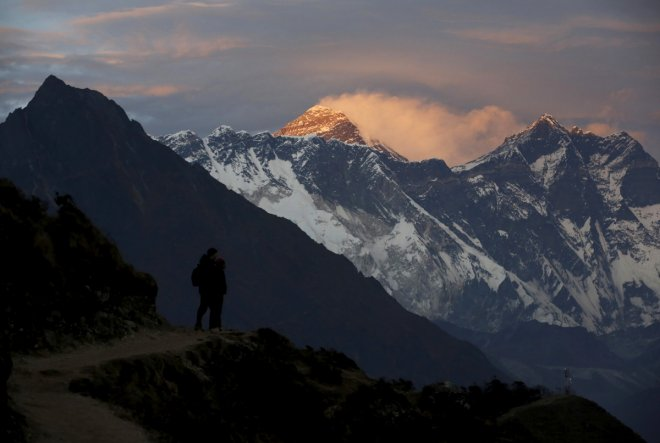 Climbers die while descending Mount Everest
