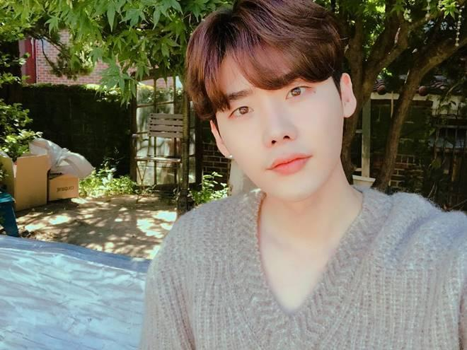 Lee Jong Suk on top of movie actors' brand reputation
