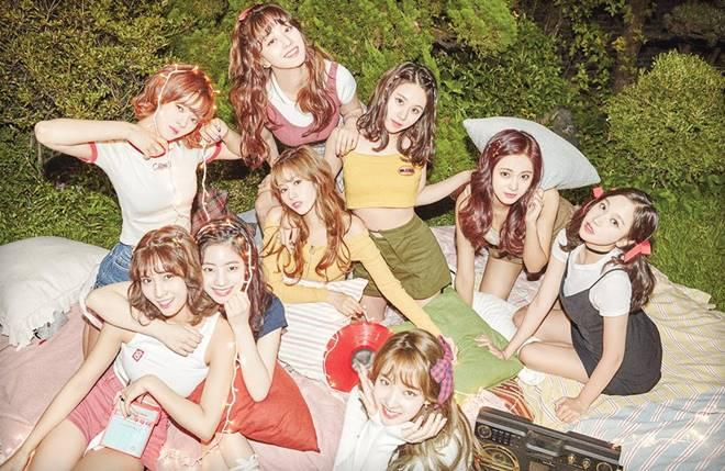 TWICE tops Korean music charts with 'Twicetagram' album