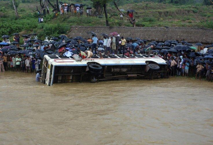 39 killed in bus accident in gujarat, india