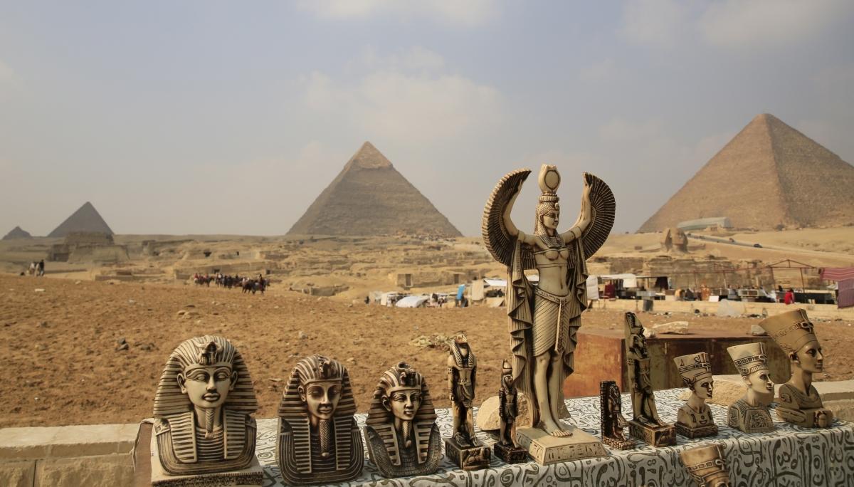 Египет пирамидасының солитері ойнайды