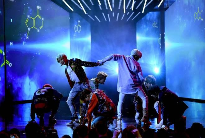 BTS performing 'DNA' on the AMAs