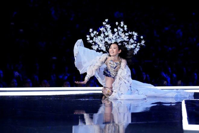 Ming Xi falls as she presents a creation during the 2017 Victoria's Secret Fashion Show in Shanghai
