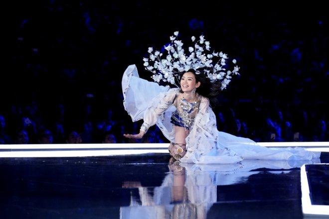 Model Ming Xi falls as she presents a creation during the 2017 Victoria's Secret Fashion Show in Shanghai, China