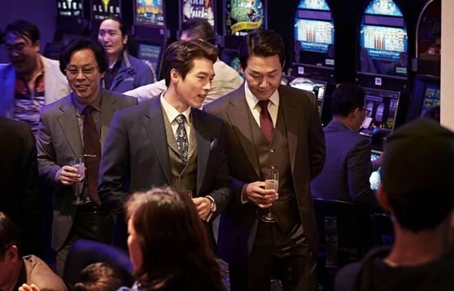 "Hyun bin in a scene from ""The Swindlers"""