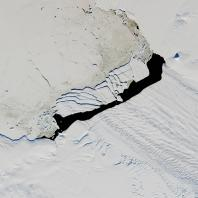 B-44 iceberg Pine Island Glacier