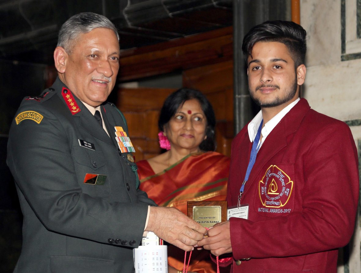 Chief of Army Staff, General Bipin Rawat felicitating Karanbeer Singh who saved the lives of 15 children when their school bus fell into a drain