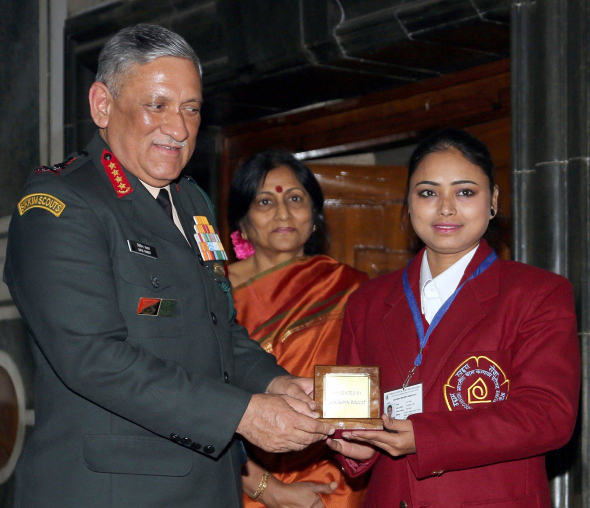 Chief of Army Staff, General Bipin Rawat felicitating Nazia who has won the Bharat Award for her daring effort to take on the illegal business of gambling