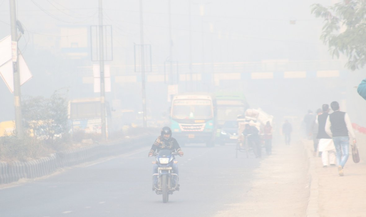 New Delhi: Fog reduces visibility in New Delhi on Jan 6, 2018. Visibility at 8.30 a.m. was 400 metres.