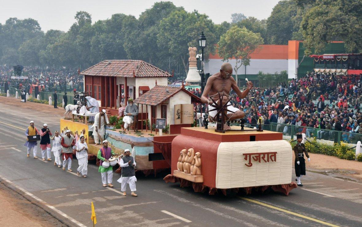 The tableau of Gujarat passes through the Rajpath during the full dress rehearsal for the Republic Day Parade-2018