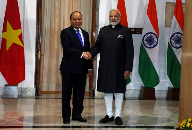 Indian PM Modi with Nguyen Xuan Phuc