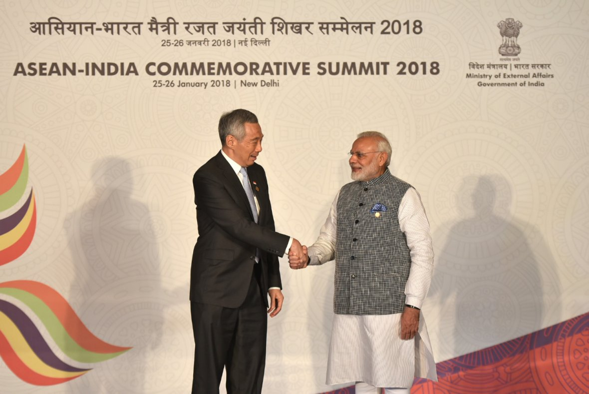 Prime Minister, Shri Narendra Modi with the Prime Minister of Singapore, Mr. Lee Hsien Loong