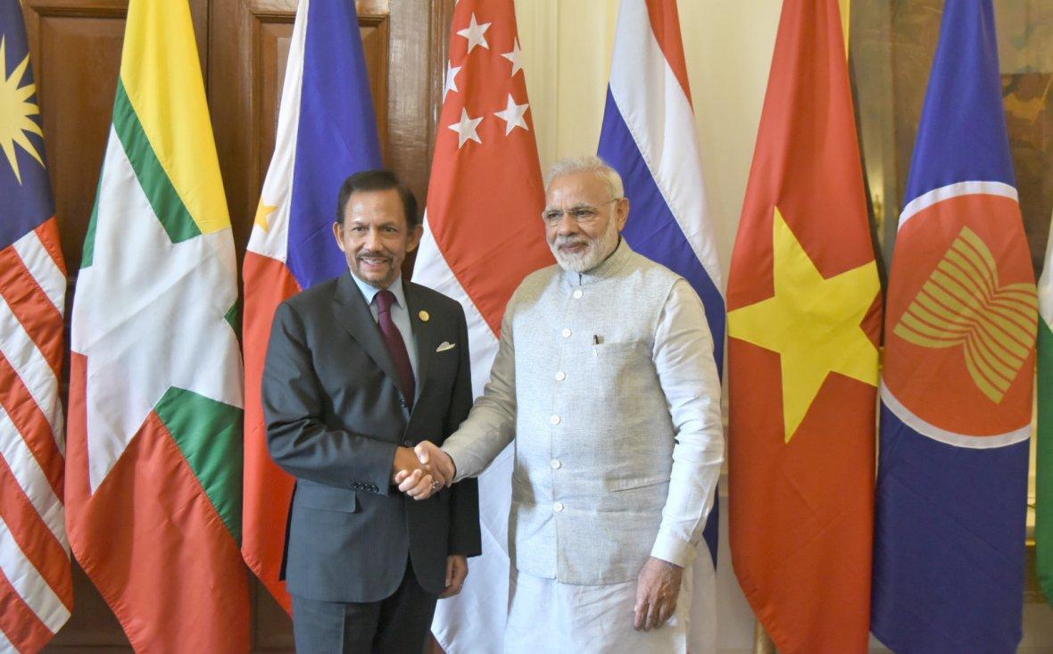 Prime Minister Narendra Modi with the Sultan of Brunei, Mr. Hassanal Bolkiah, at Rashtrapati Bhavan