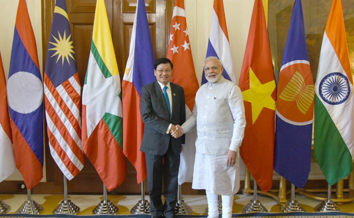 Prime Minister  Narendra Modi with the Prime Minister of Laos, Mr. Thongloun Sisoulith, at Rashtrapati Bhavan
