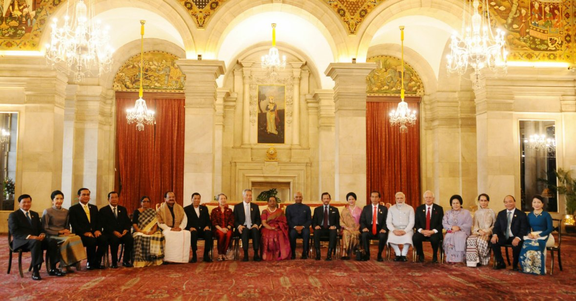 Prime Minister, Narendra Modi with the ASEAN Heads of State/Governments, their spouses and Secretary General to mark the 25th year of the ASEAN-India partnership, at Rashtrapati Bhavan