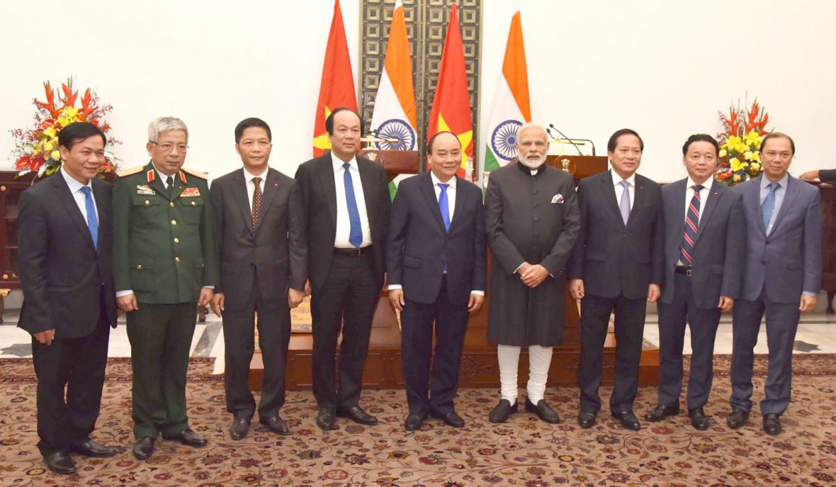 Prime Minister Narendra Modi with the Prime Minister of the Socialist Republic of Vietnam, Mr. Nguyen Xuan Phuc and other dignitaries