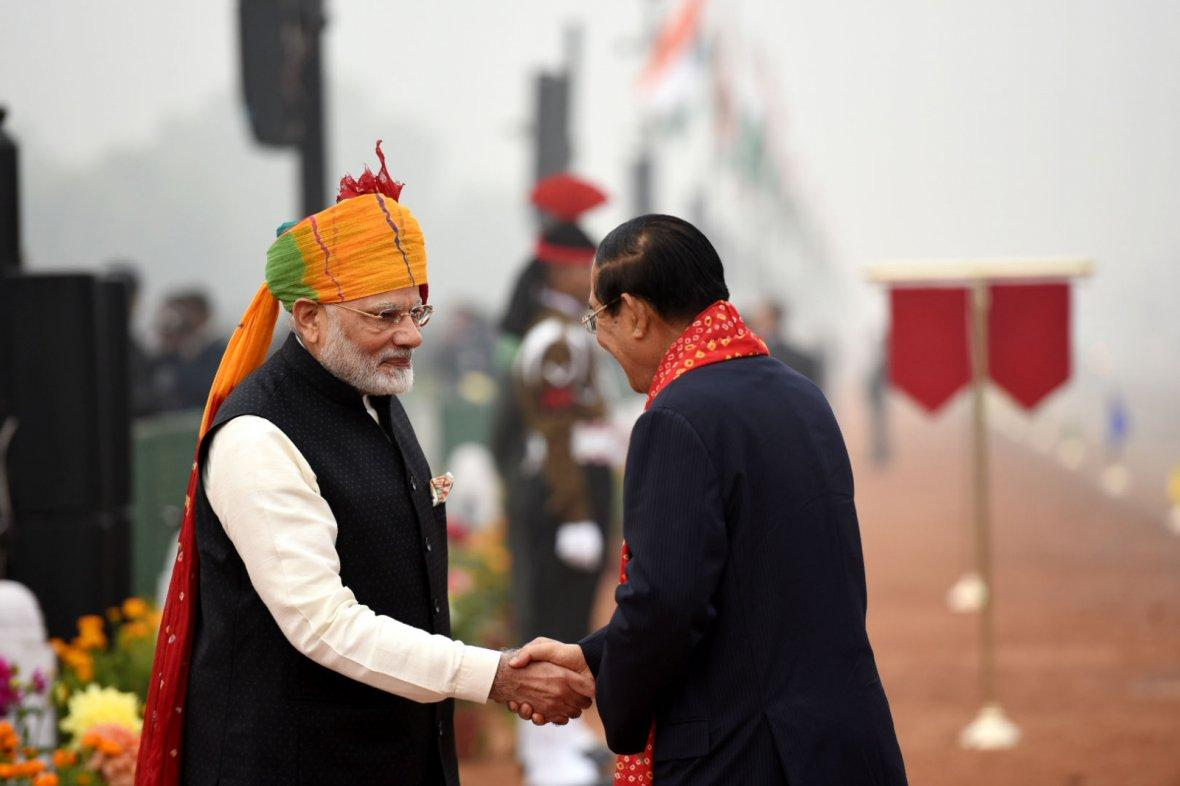 Prime Minister Narendra Modi receiving the Prime Minister of the Kingdom of Cambodia, Mr. Hun Sen, at Rajpath, on the occasion of the 69th Republic Day Parade 2018
