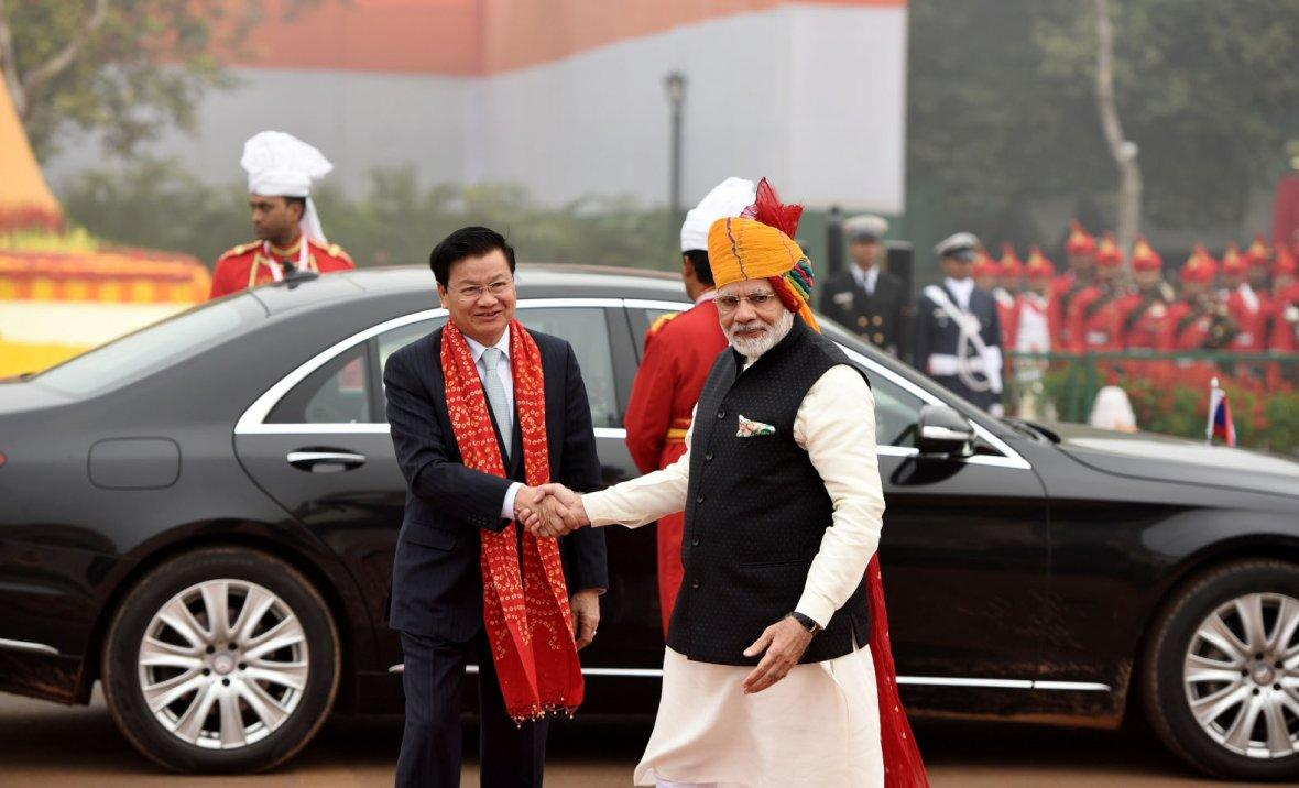 Prime Minister Narendra Modi receiving the Prime Minister of Laos, Mr. Thongloun Sisoulith, at Rajpath, on the occasion of the 69th Republic Day Parade 2018