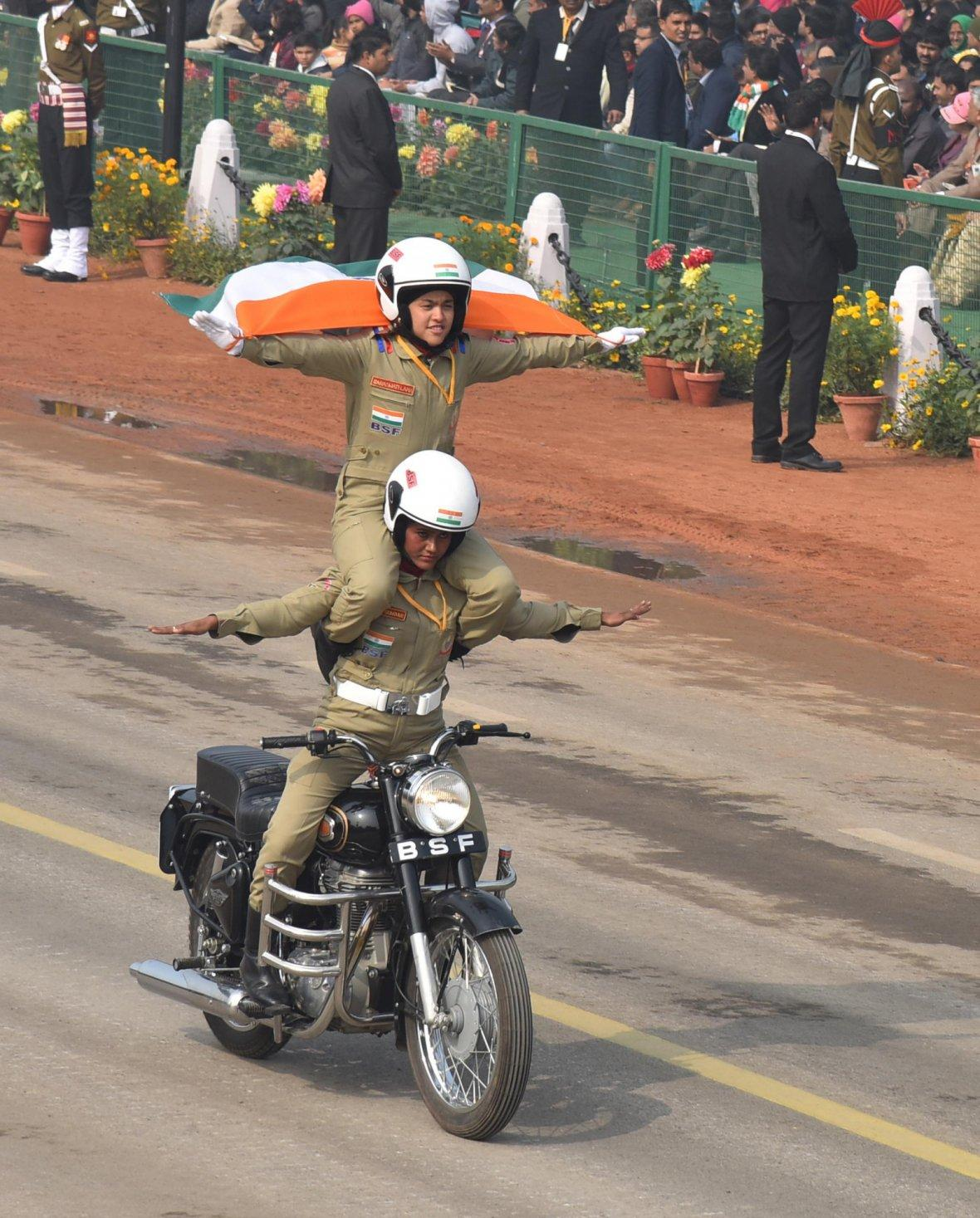 Rajpath comes alive with the dare devil stunts of Women's Motor Cycle team 'Seema Bhawani' of Border Security Force