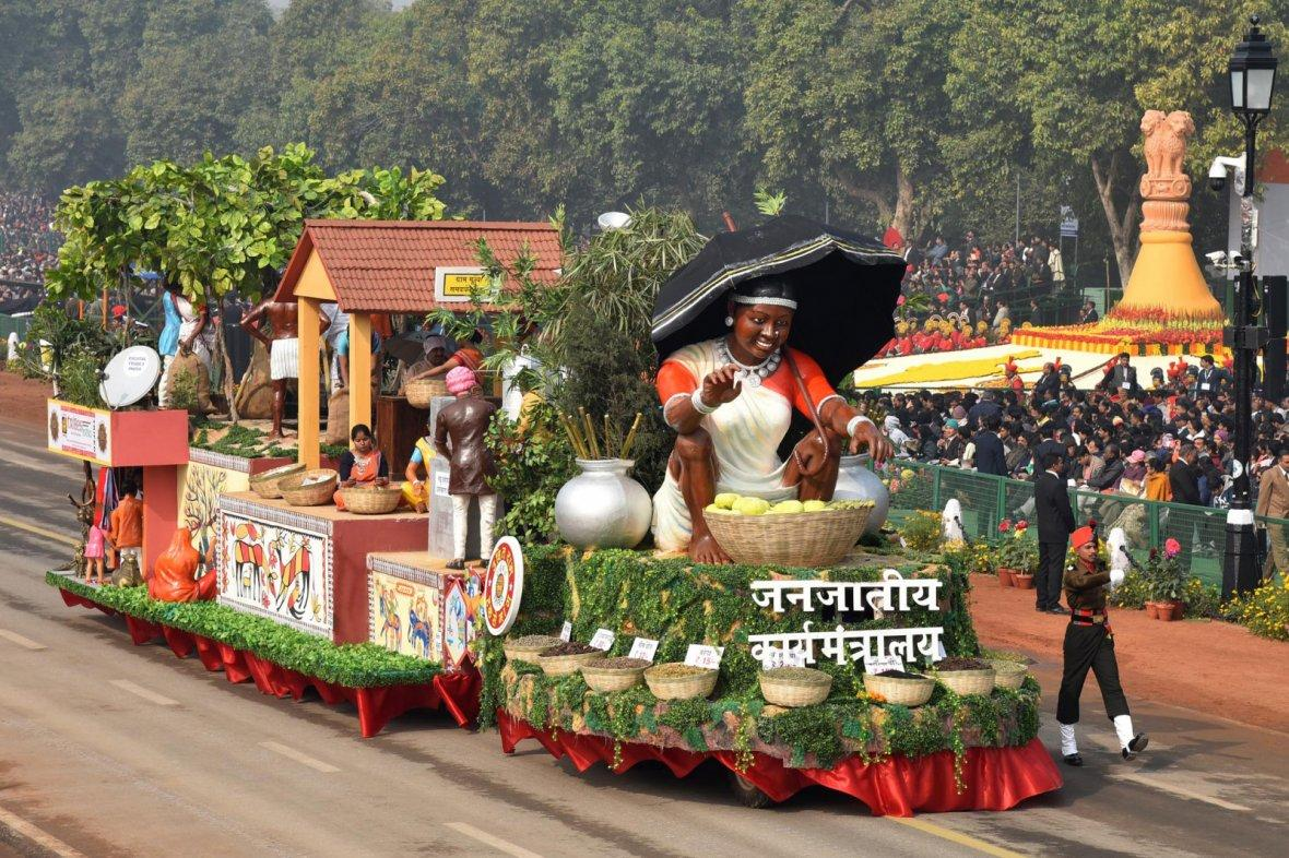 Tableau of the Department of Income Tax passes through the Rajpath