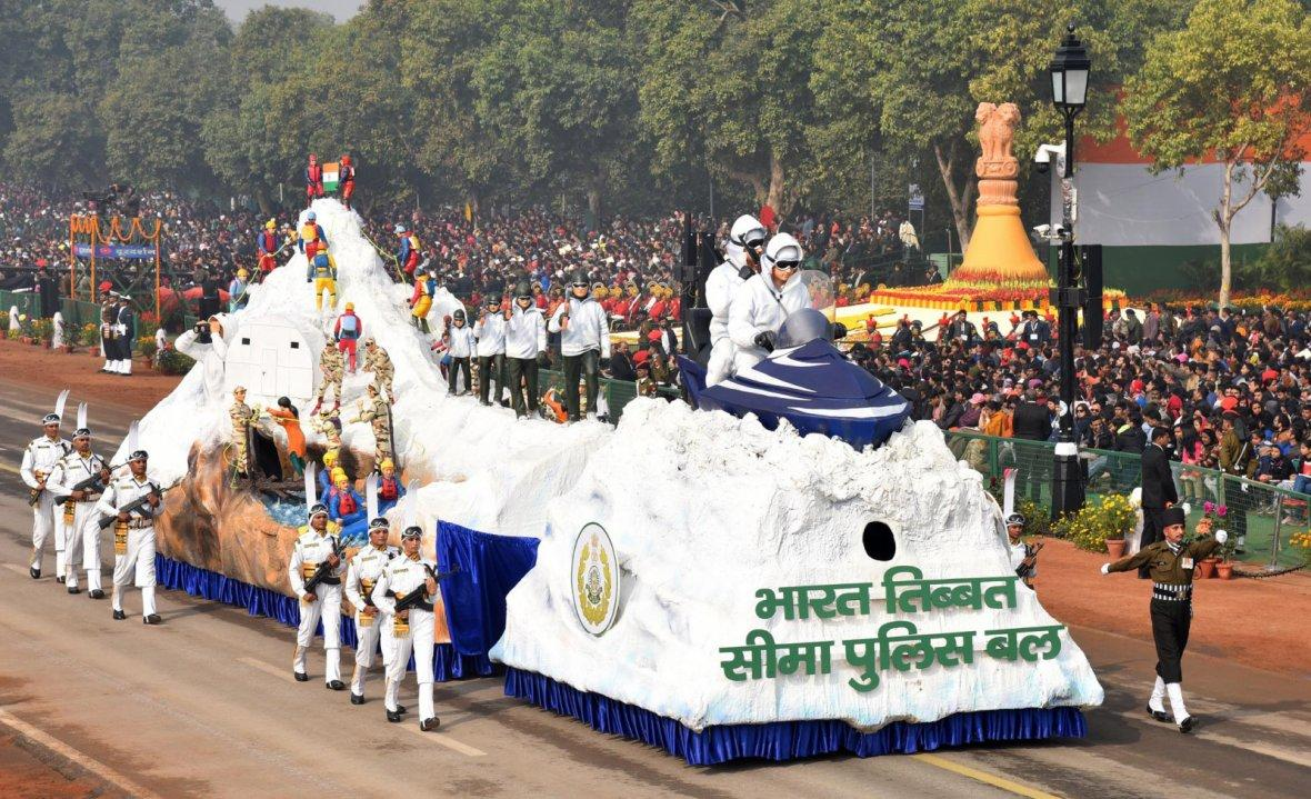 Tableau of ITBP passes through the Rajpath