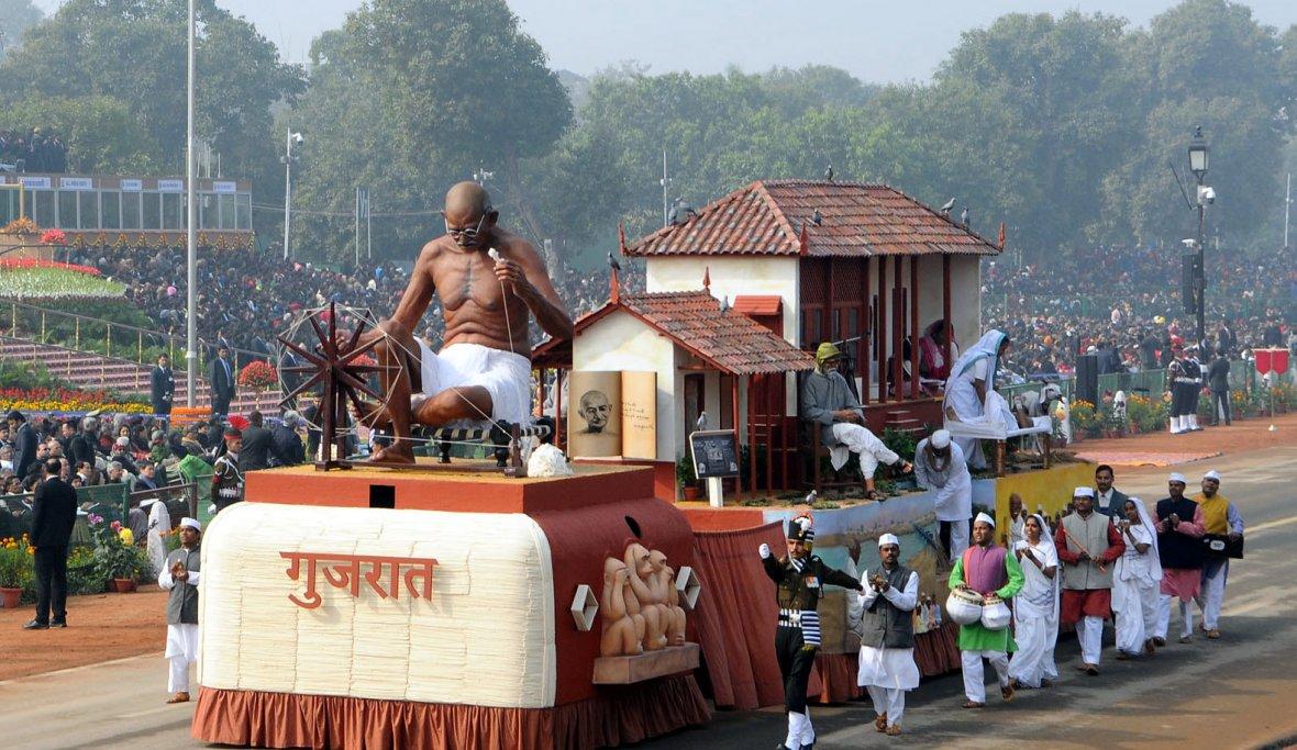 Tableau of Gujarat passes through the Rajpath