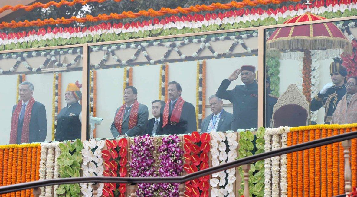President Ram Nath Kovind, Vice President,  M. Venkaiah Naidu, the Prime Minister  Narendra Modi and other dignitaries, at Rajpath
