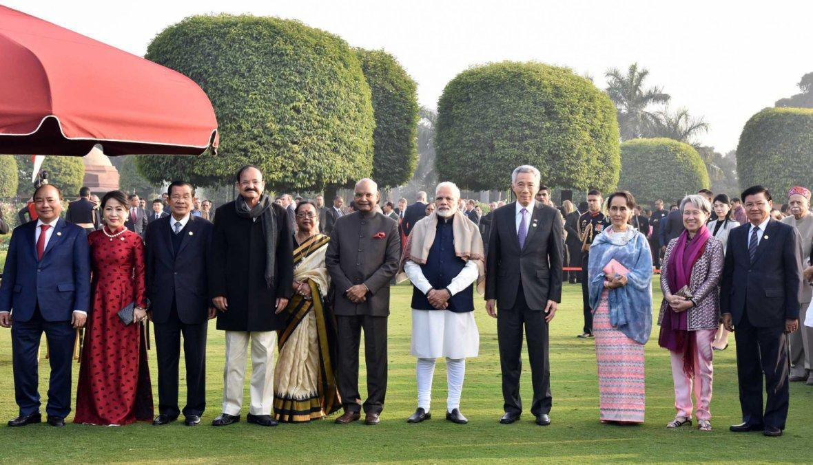 President Ram Nath Kovind, the Vice President,  M. Venkaiah Naidu and the Prime Minister, Narendra Modi with the other leaders, at the 'At Home Reception