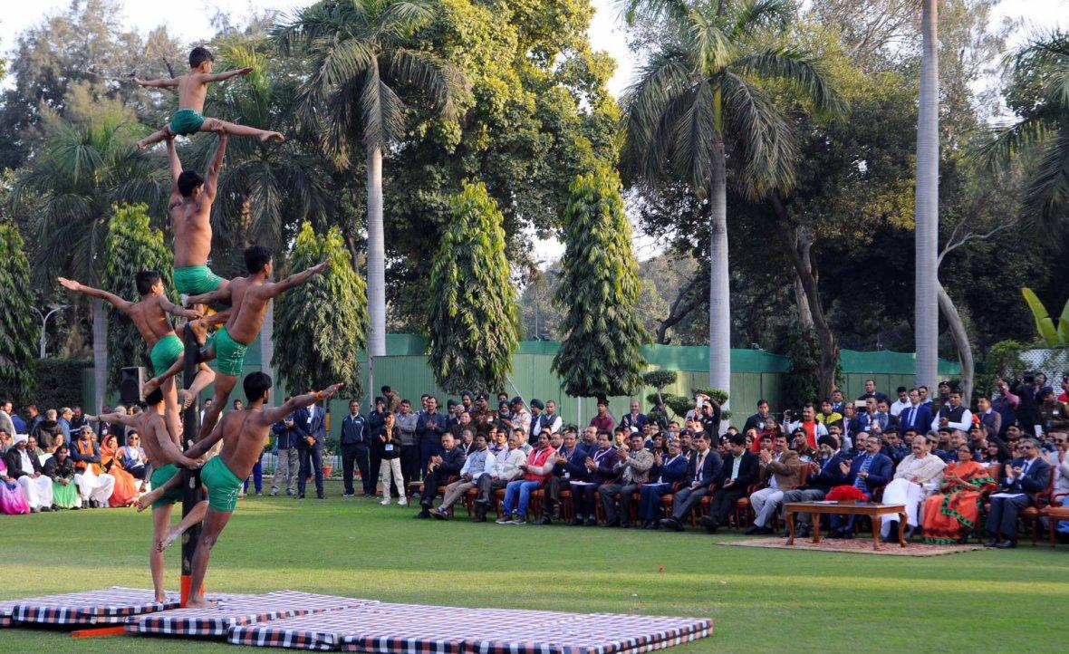 Vice President  M. Venkaiah Naidu and Smt. Usha Naidu witnessing the members of Department of Sports performing Mallakhamba Sport