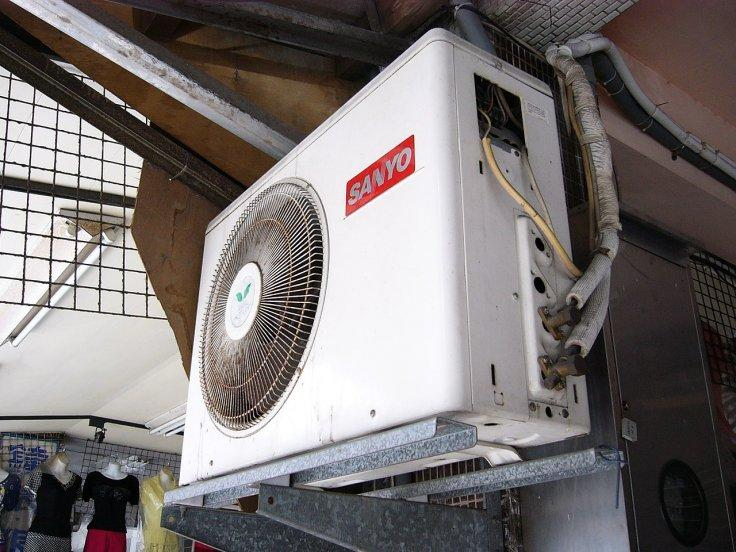 Foul-smelling airconditoners caused by dead skin cells