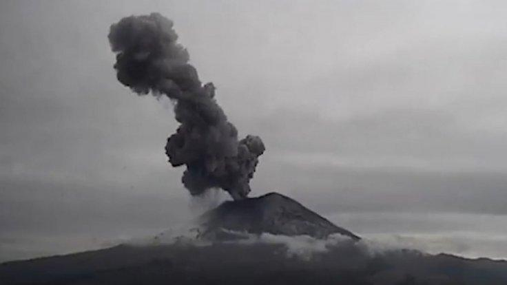 mexicos-popocatepetl-volcano-erupts