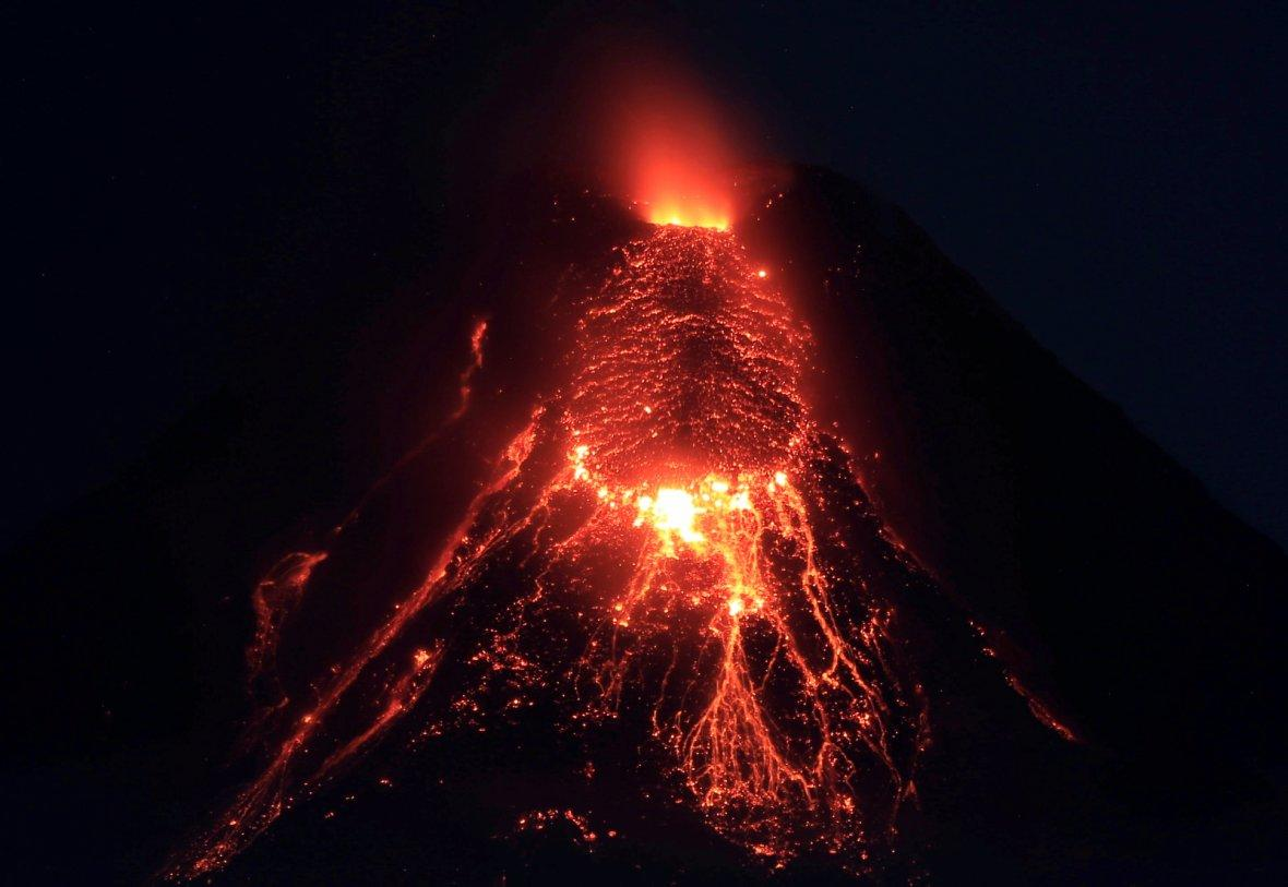 how to get to mayon volcano from manila