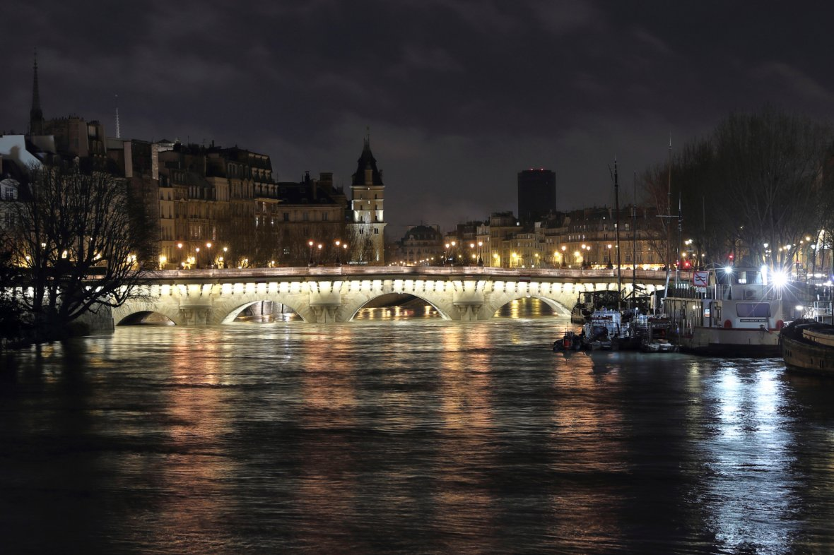 Pont Neuf bridge and Ile de la Cite along the flooded banks of the River Seine