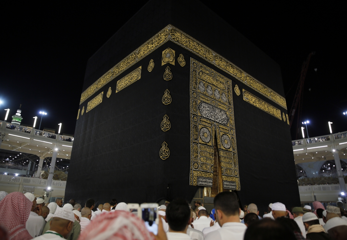 Saudi Arabia bars pilgrims over coronavirus fears