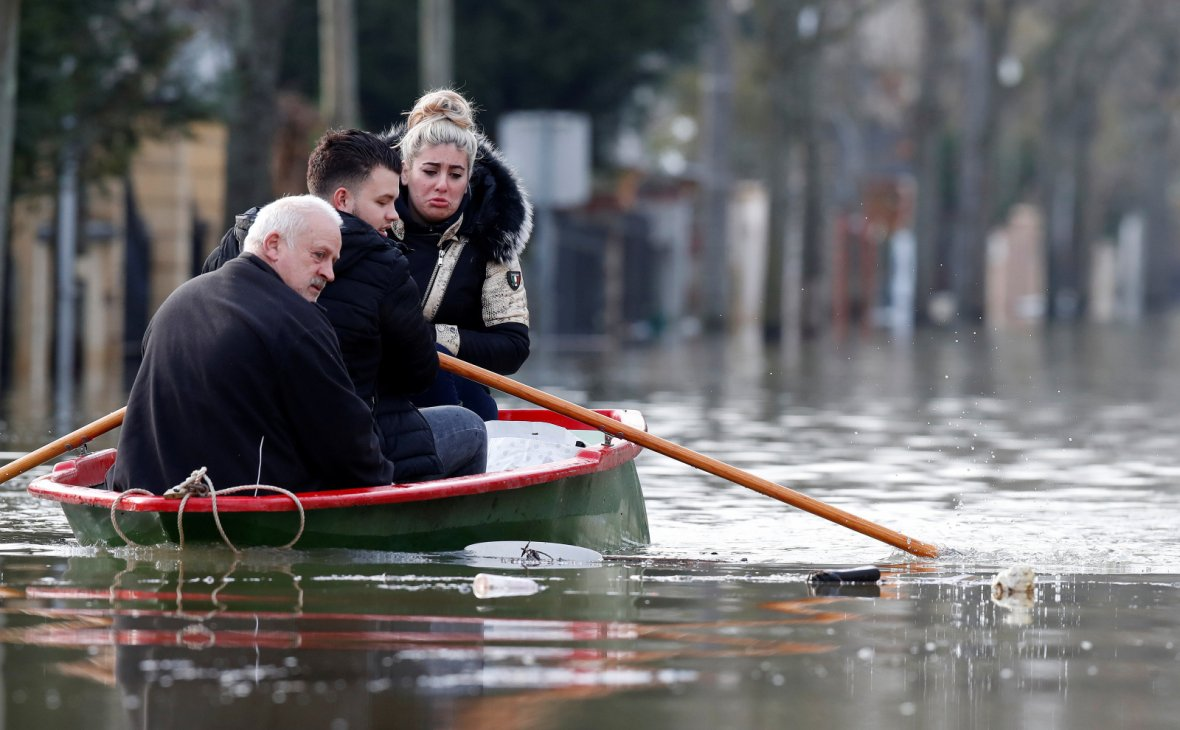 small boat leave home in a flooded street of Villeneuve-Saint-Georges