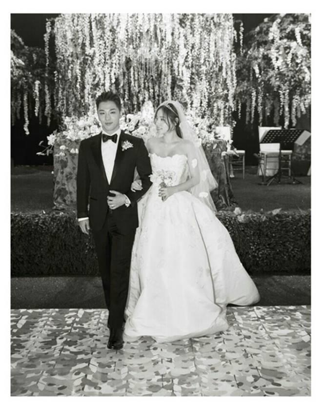 Official Photos Of Taeyang Min Hyo Rin At Their Wedding