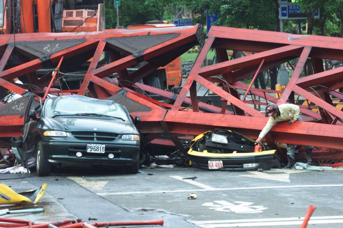 Car crashed in Taiwan earthquake