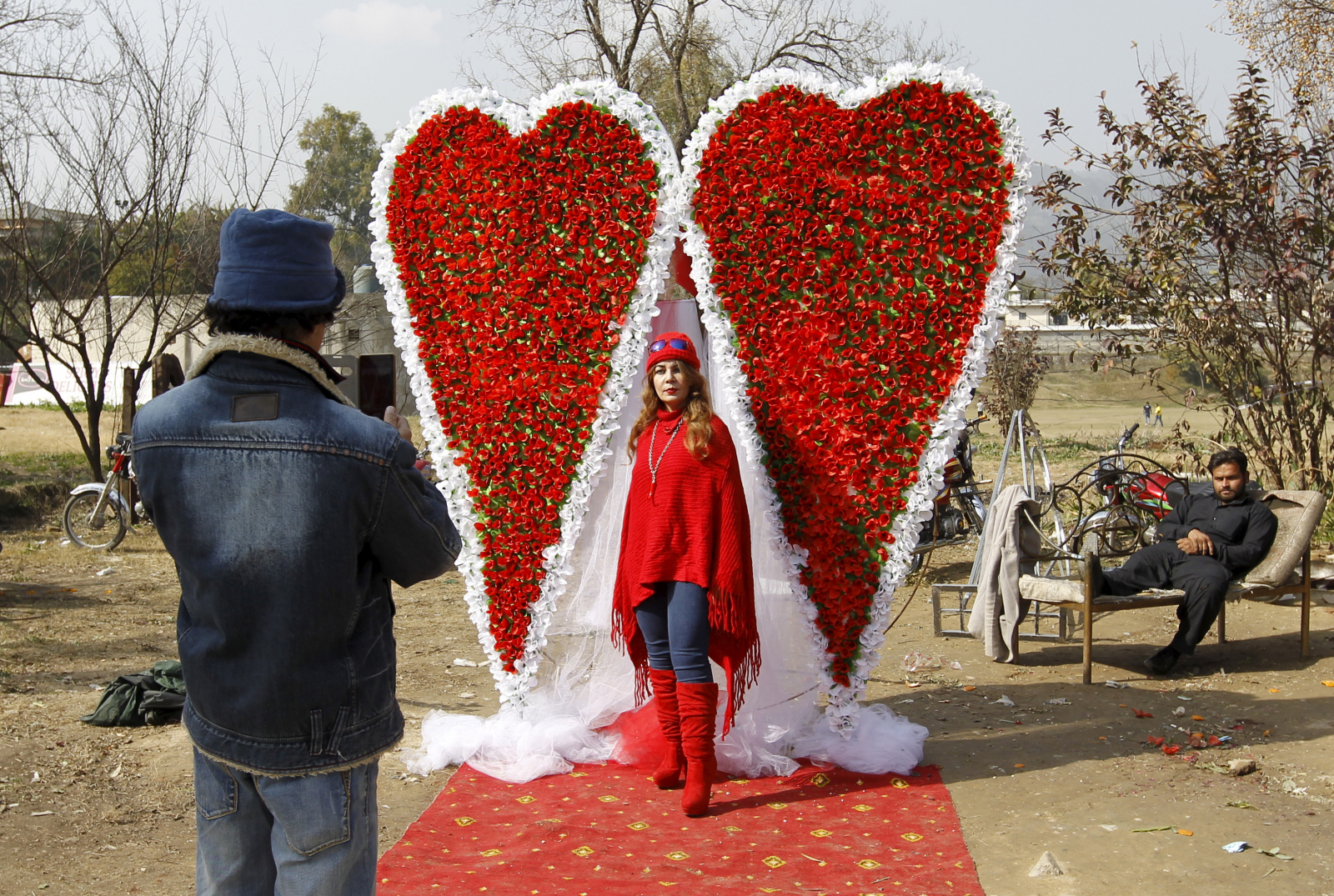 wearing valentines day traditions - HD1600×1075