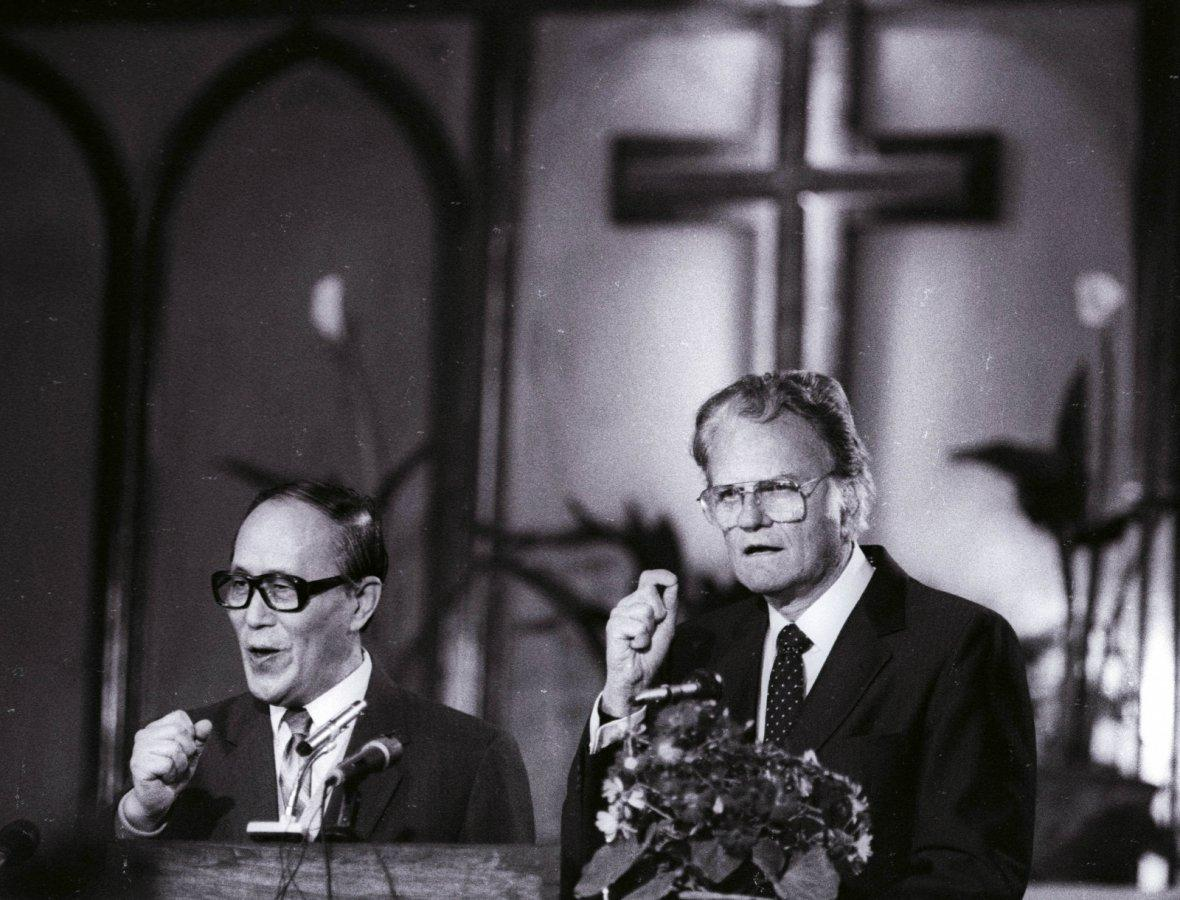 Billy Graham preaches to the congregation at China's Chongwenmen church in 1988