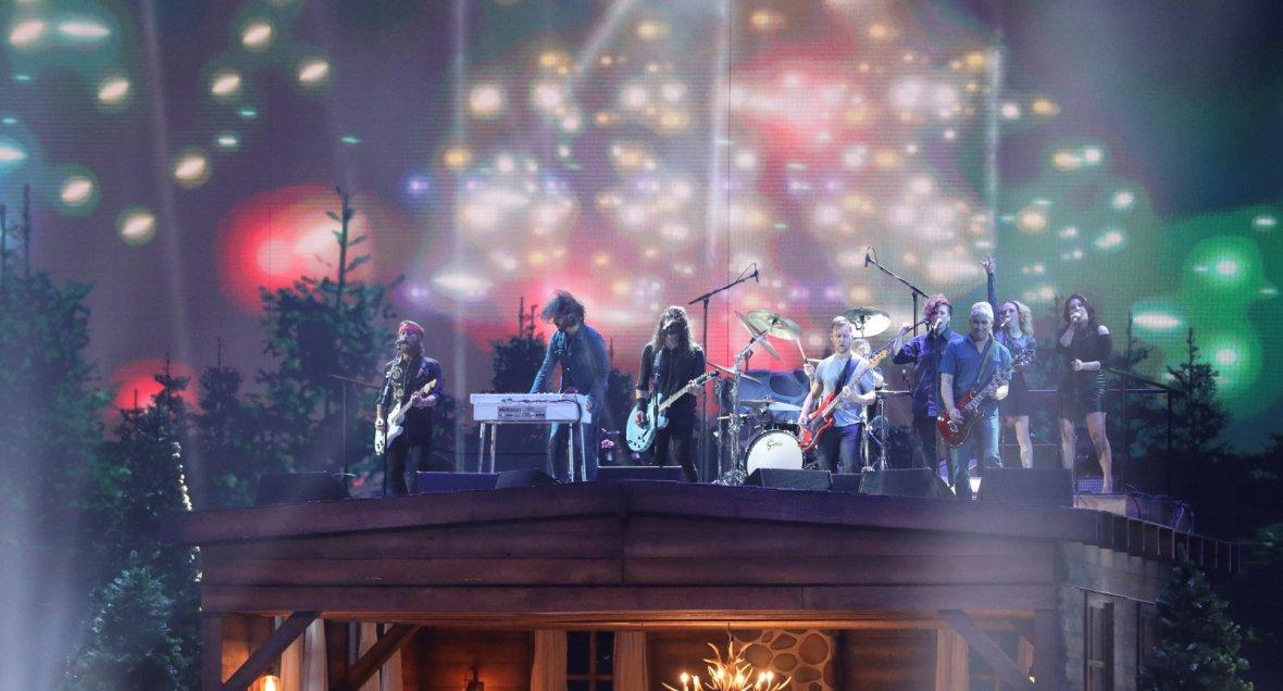 Foo Fighters perform