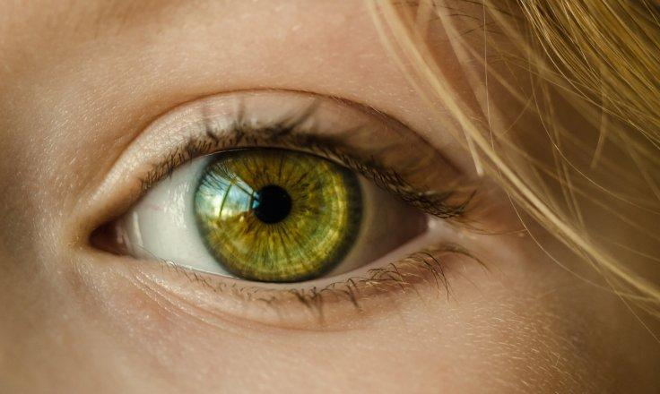 Artificial eye to correct the blurry images
