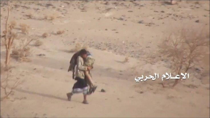 yemeni-fighter-braves-storm-of-bullets-to-save-injured-comrade