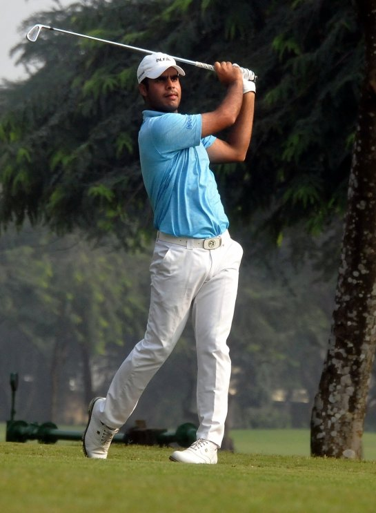 Shubhankar Sharma during McLeod Russel Tour Championship 2017 at RCGC in Kolkata, on Dec 23, 2017. (Photo: Kuntal Chakrabarty/IANS)