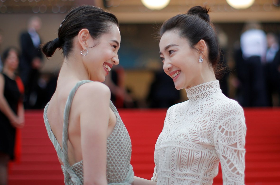 "71st Cannes Film Festival - Screening of the film ""Yomeddine"" in competition - Red Carpet Arrivals - Cannes, France May 9, 2018. Actor Wang Likun and Kiko Mizuhara pose"