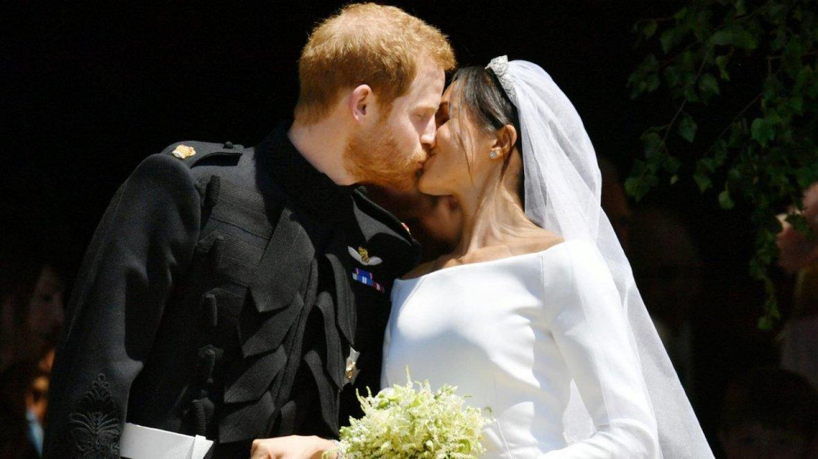 watch-prince-harry-and-meghans-first-kiss-as-husband-and-wife-at-royal-wedding