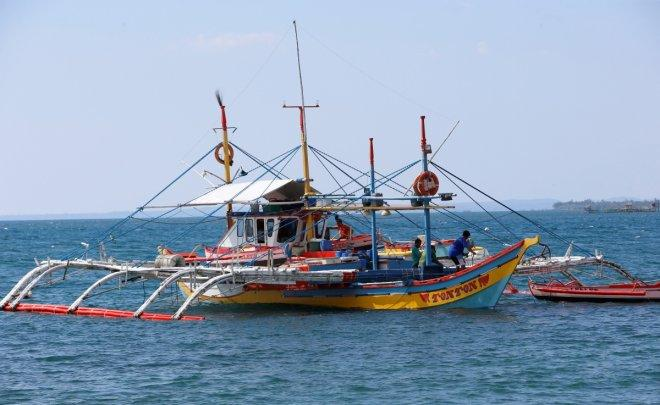 Avoid fishing in disputed area, Philippines tells fishermen